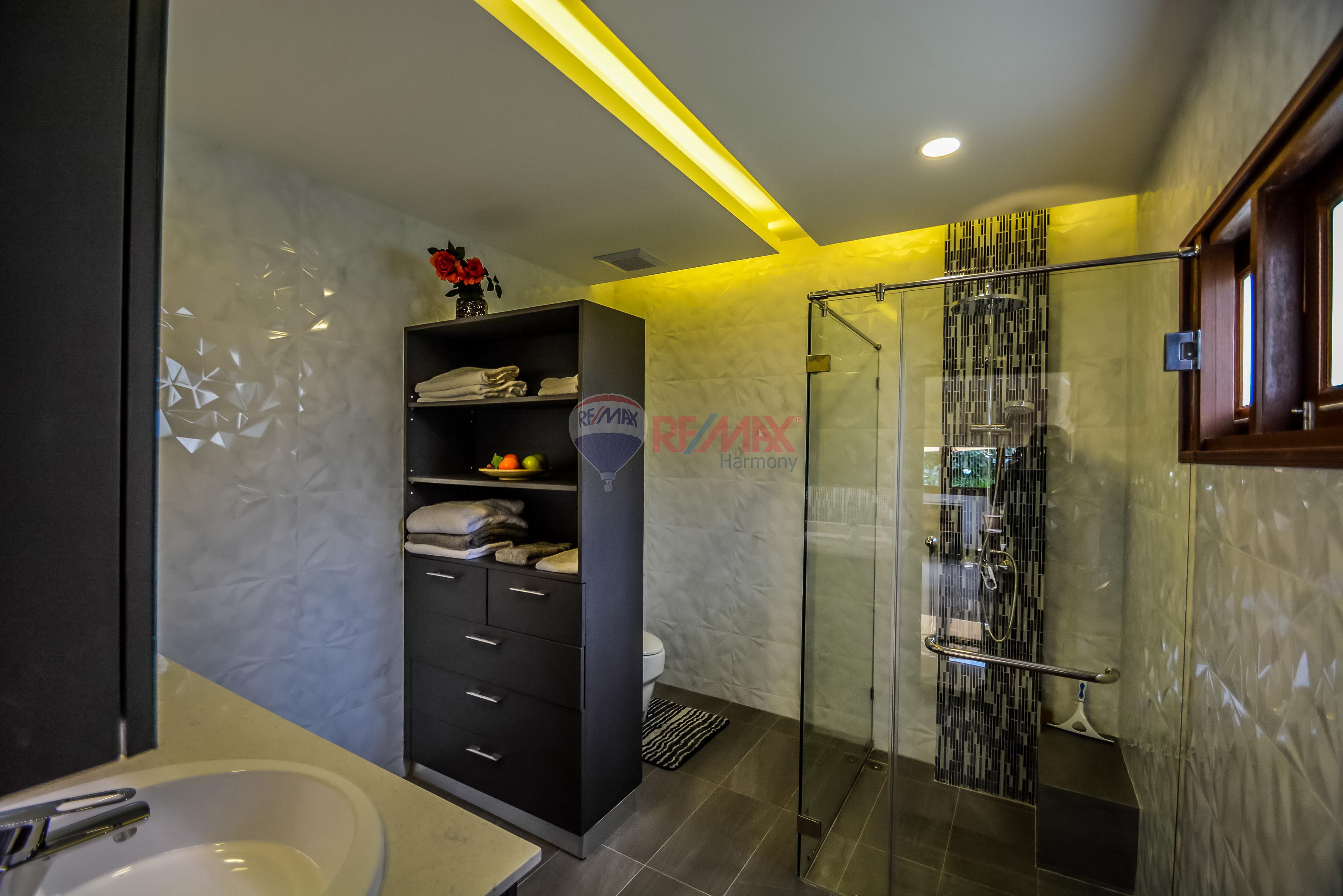 RE/MAX Harmony Agency's Luxury Pool Villa 11