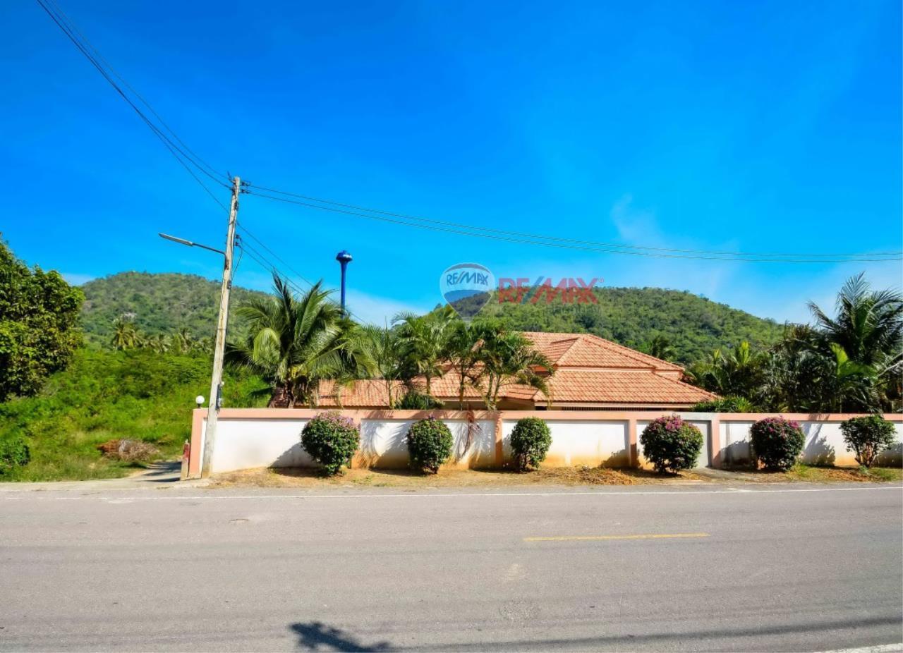 RE/MAX Harmony Agency's Villa For Sale 15