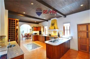 RE/MAX Harmony Agency's Villa Talay - Luxury Tuscan Sea View Villa 16