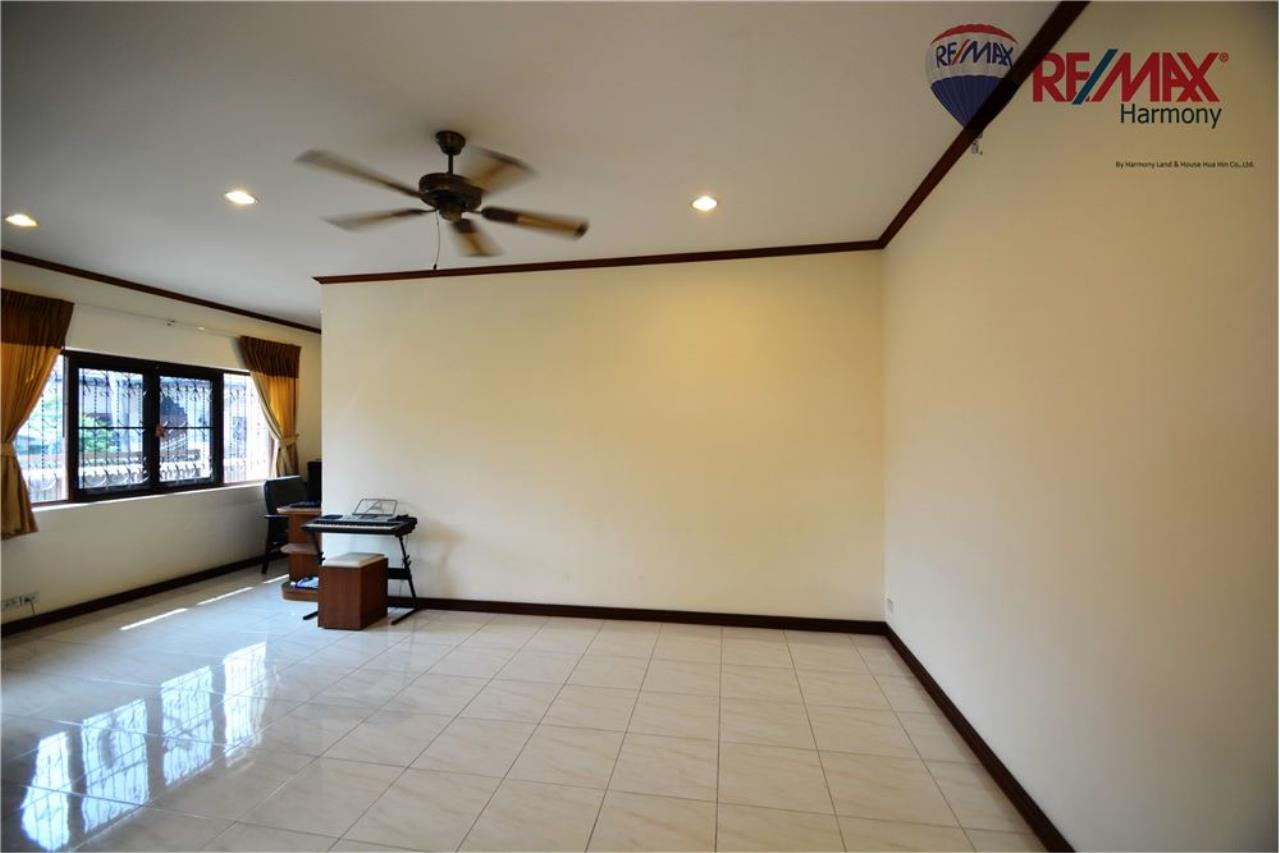 RE/MAX Harmony Agency's 4 bedrooms House Hua Hin Town 4