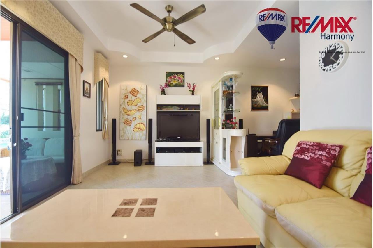 RE/MAX Harmony Agency's Unique Thai-style townhouse 200 m to the Cha Am Beach 3