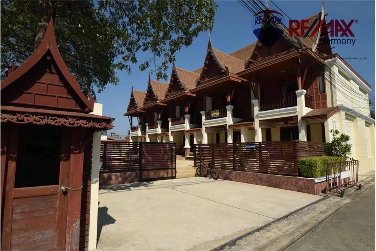 RE/MAX Harmony Agency's Unique Thai-style townhouse 200 m to the Cha Am Beach 23