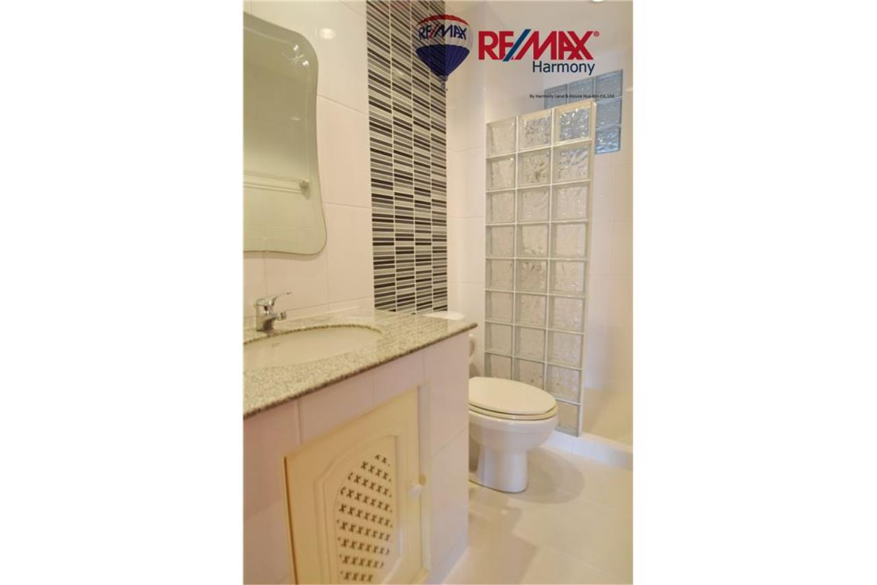RE/MAX Harmony Agency's Unique Thai-style townhouse 200 m to the Cha Am Beach 8