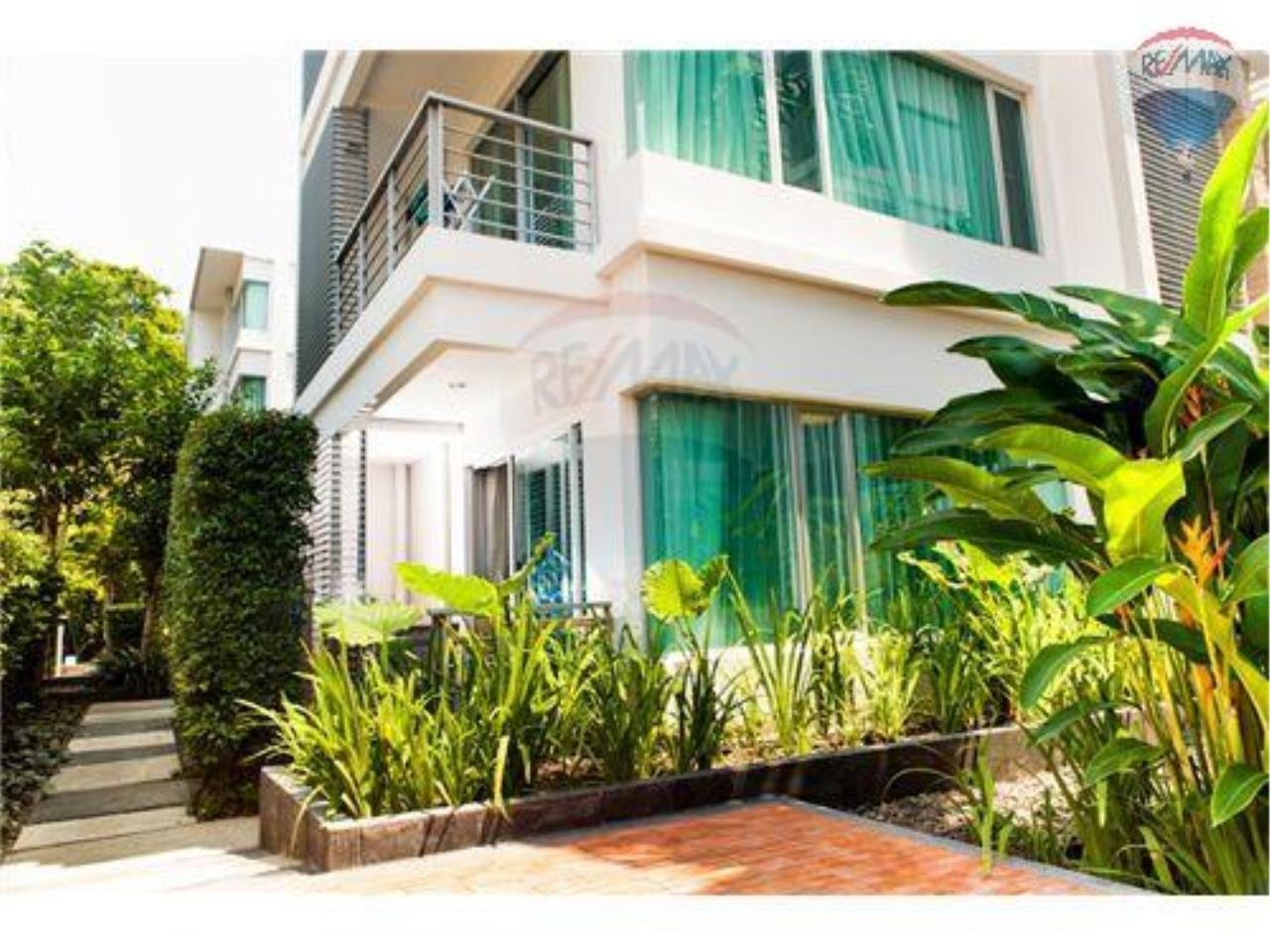 RE/MAX Harmony Agency's Beachfront Condos for rent. City Center  + 2BRcorn 14