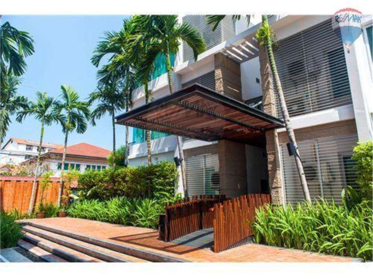 RE/MAX Harmony Agency's Beachfront Condos for rent. City Center  + 2BRcorn 2
