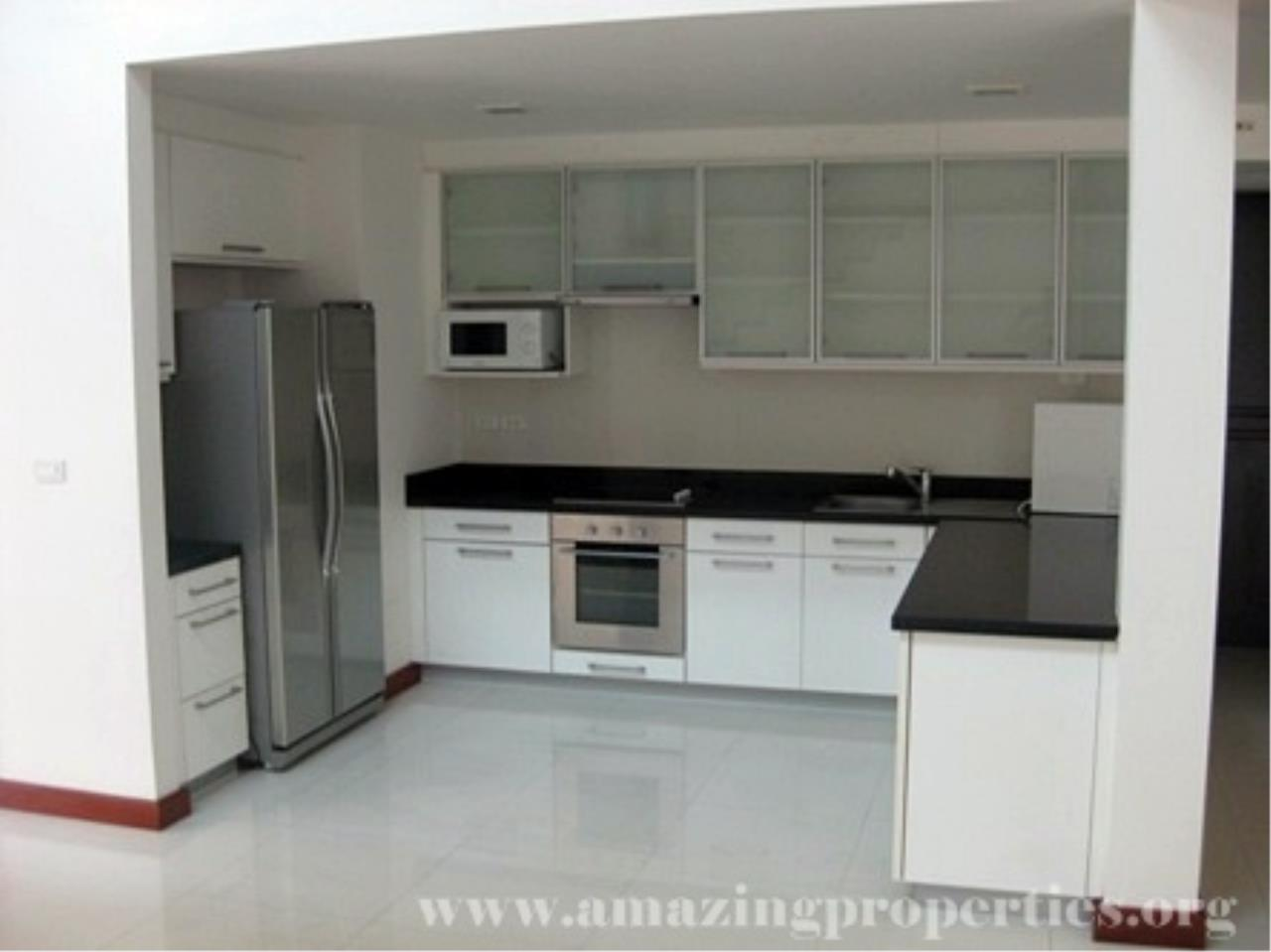 Amazing Properties Agency's 4 bedrooms Town House for rent 9