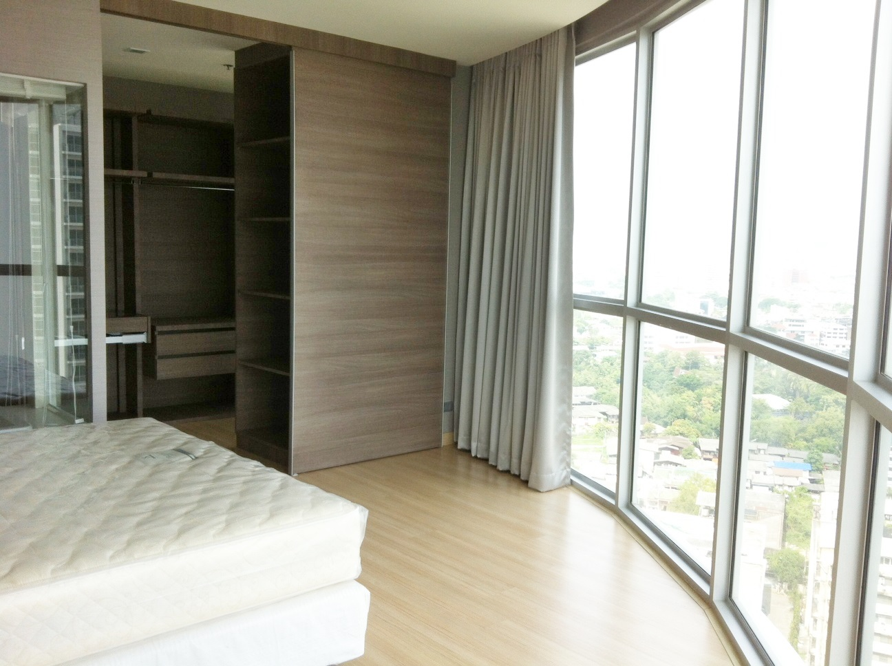 RE/MAX Properties Agency's RENT 1 Bedroom 52 Sq.m at Sky Walk condominium 5