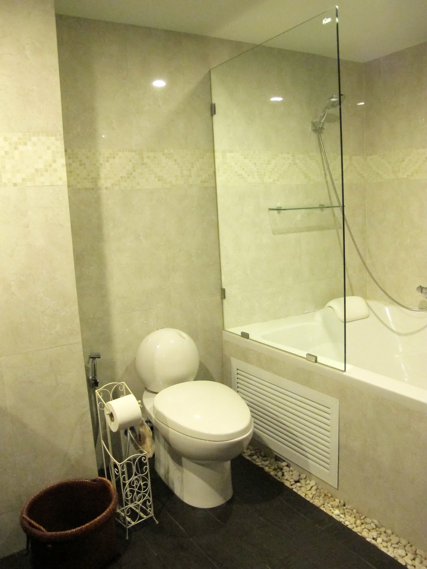 RE/MAX Properties Agency's 2 Bedroom 82.5 Sq.m. for Rent at Baan Chan Condominium 10