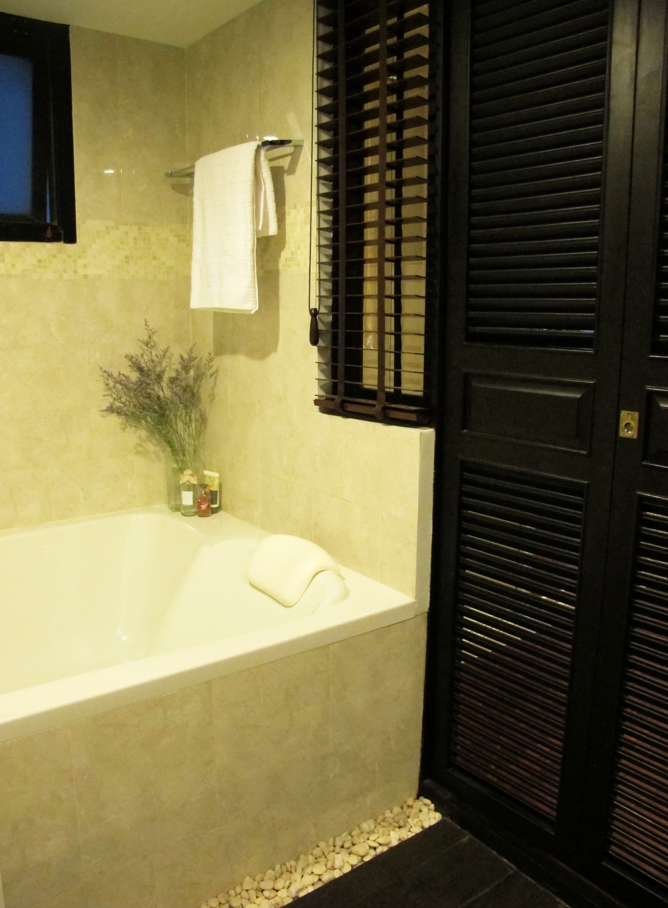 RE/MAX Properties Agency's 2 Bedroom 82.5 Sq.m. for Rent at Baan Chan Condominium 11