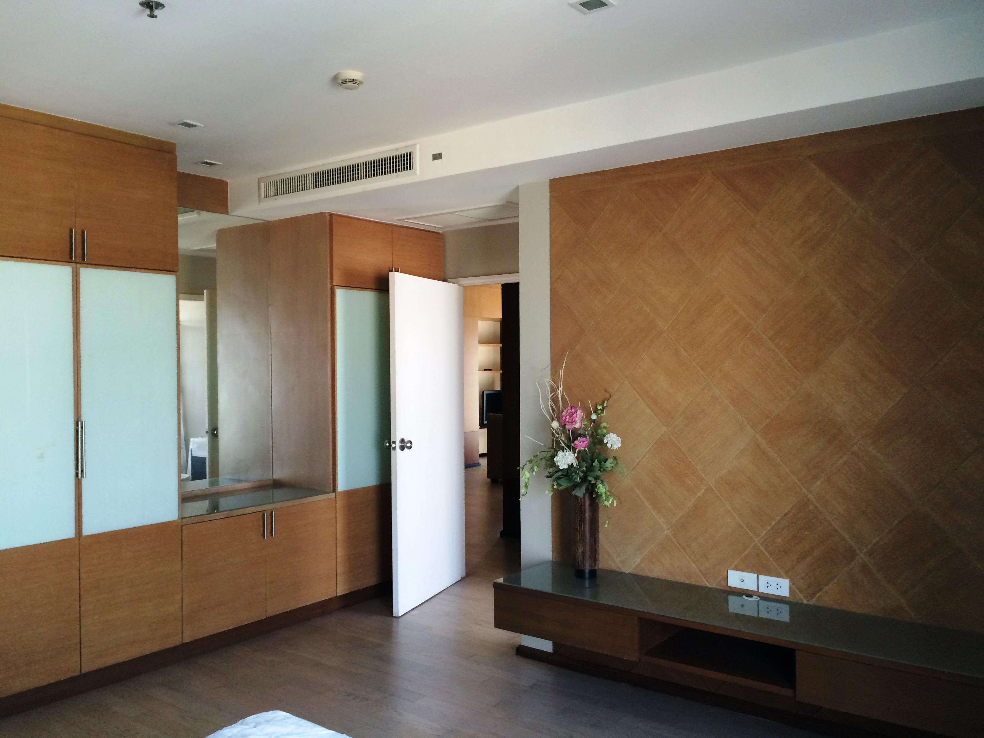 RE/MAX Properties Agency's Noble Remix, 2B/2B, High floor, BTS Thong Lo - sky walk access 2