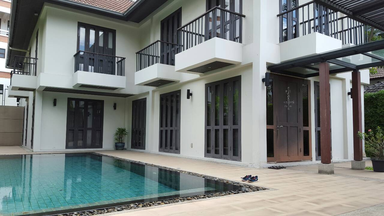 RE/MAX Properties Agency's Family House for sale in Sukhumvit 34 4