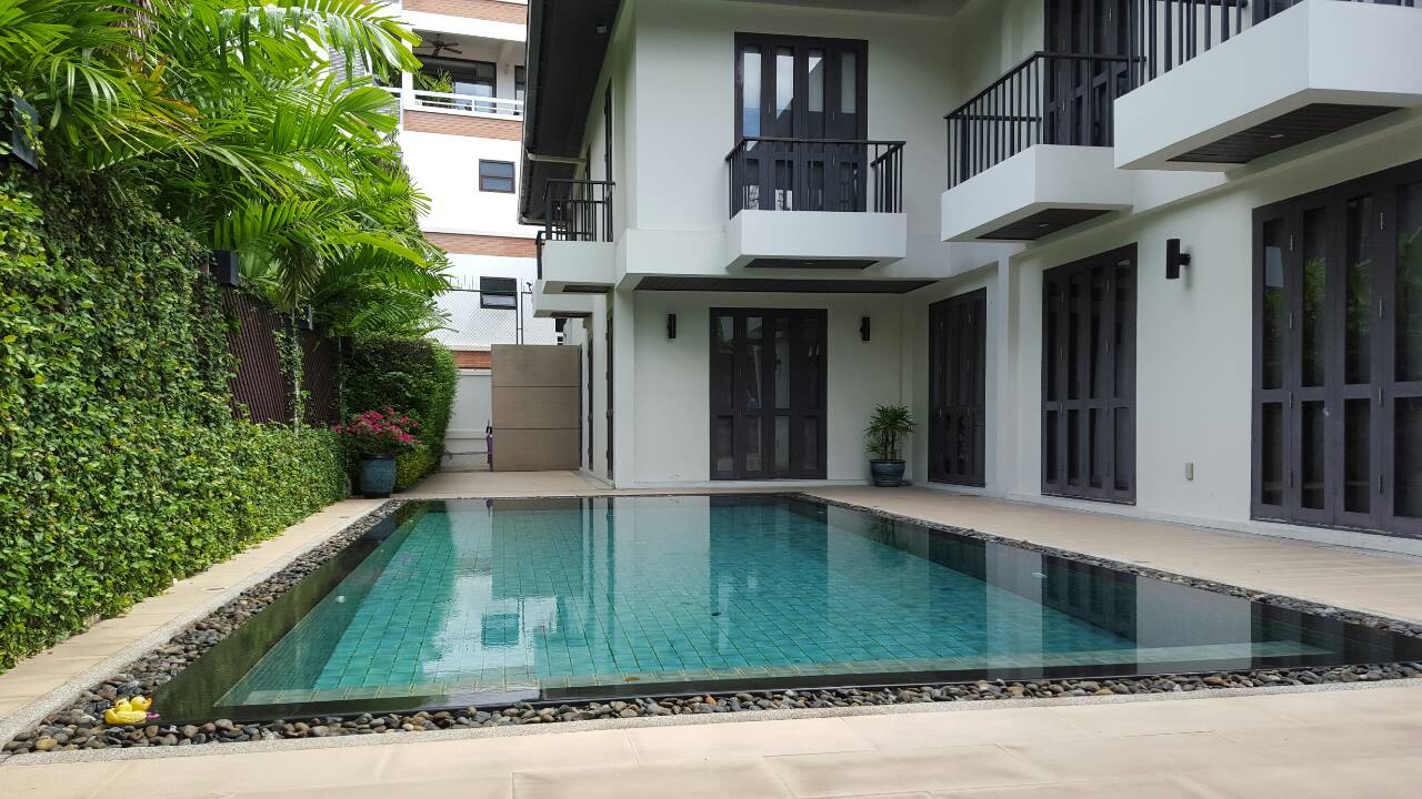 RE/MAX Properties Agency's Family House for sale in Sukhumvit 34 5