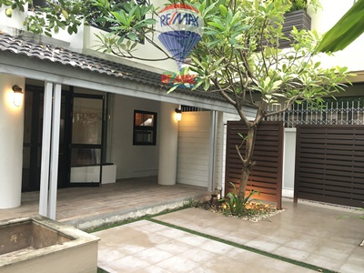 RE/MAX Properties Agency's RENT 3 Bedroom 166 Sq.m at House yenakard 1