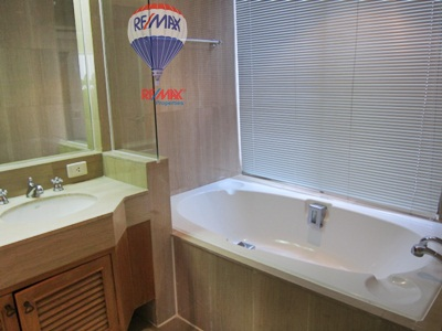 RE/MAX Properties Agency's RENT 2 Bedroom 140 Sqm at Langsuan Ville 10