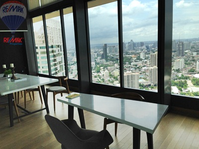 RE/MAX Properties Agency's RENT 1Bedroom 32 Sq.m at Lumpini 24 3