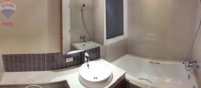 RE/MAX Properties Agency's RENT 2 Bedroom 102 Sq.m At The Rise Sukhumvit 39 12