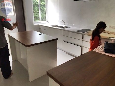 RE/MAX Properties Agency's RENT 5 Bedroom 1 Rai of land at Soi sukhumvit 16 6