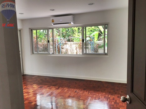 RE/MAX Properties Agency's RENT 5 Bedroom 1 Rai of land at Soi sukhumvit 16 7