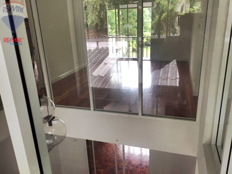 RE/MAX Properties Agency's RENT 5 Bedroom 1 Rai of land at Soi sukhumvit 16 9