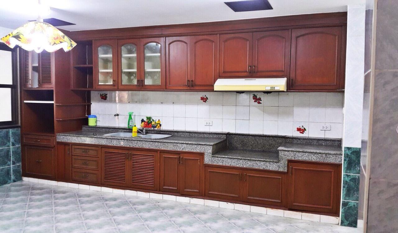 RE/MAX Properties Agency's Baan Suan srinakarindra 13