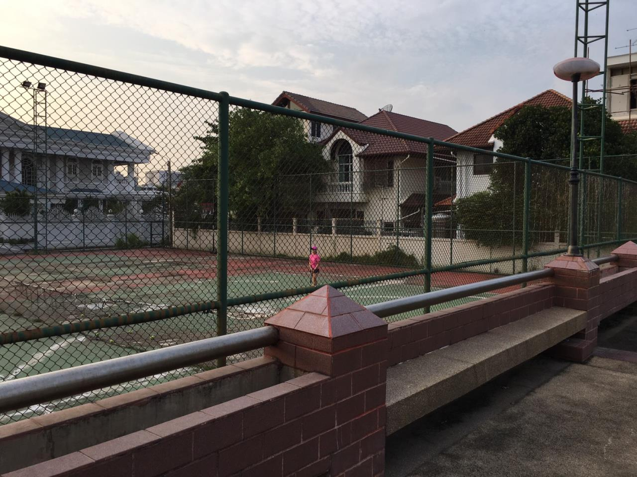 RE/MAX Properties Agency's Baan Suan srinakarindra 17