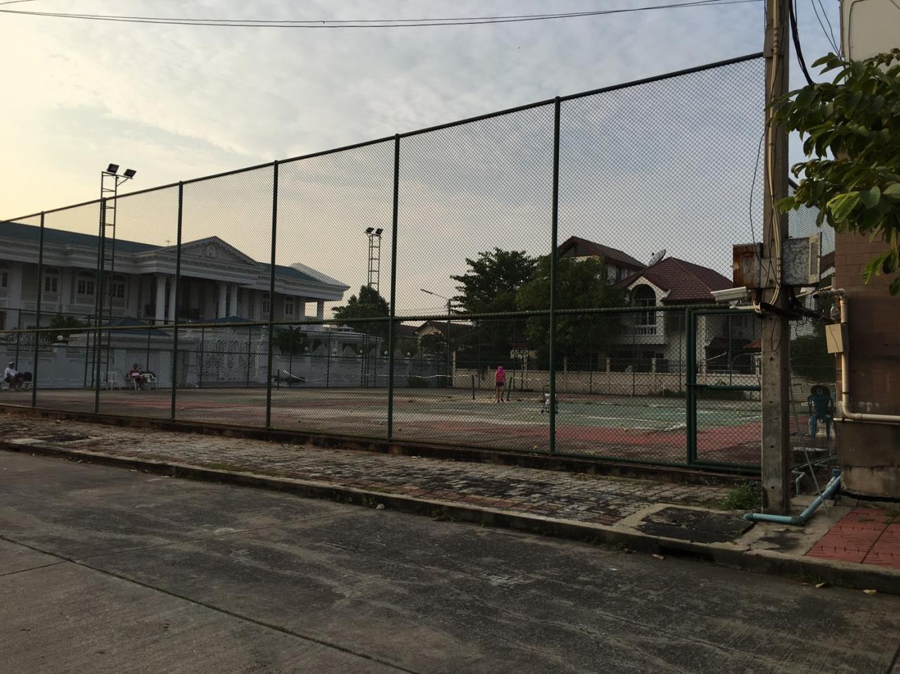 RE/MAX Properties Agency's Baan Suan srinakarindra 18