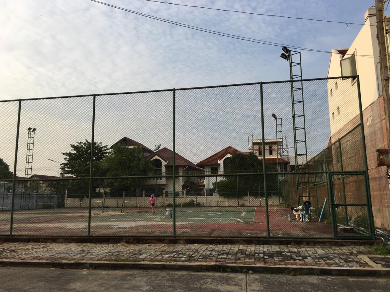 RE/MAX Properties Agency's Baan Suan srinakarindra 19