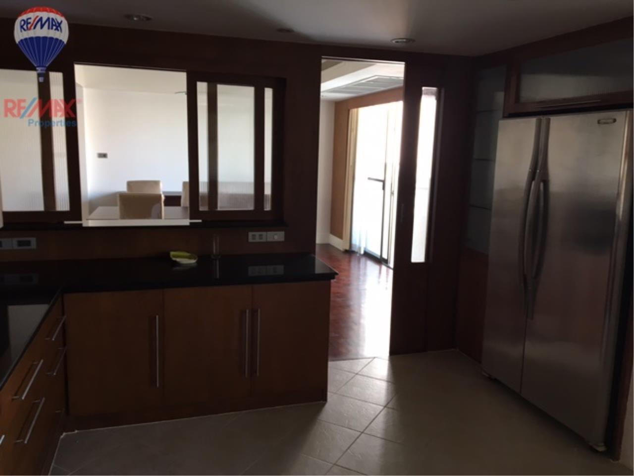 RE/MAX Properties Agency's 4 Bedroom 330 Sq.m for rent in Soi 39 7