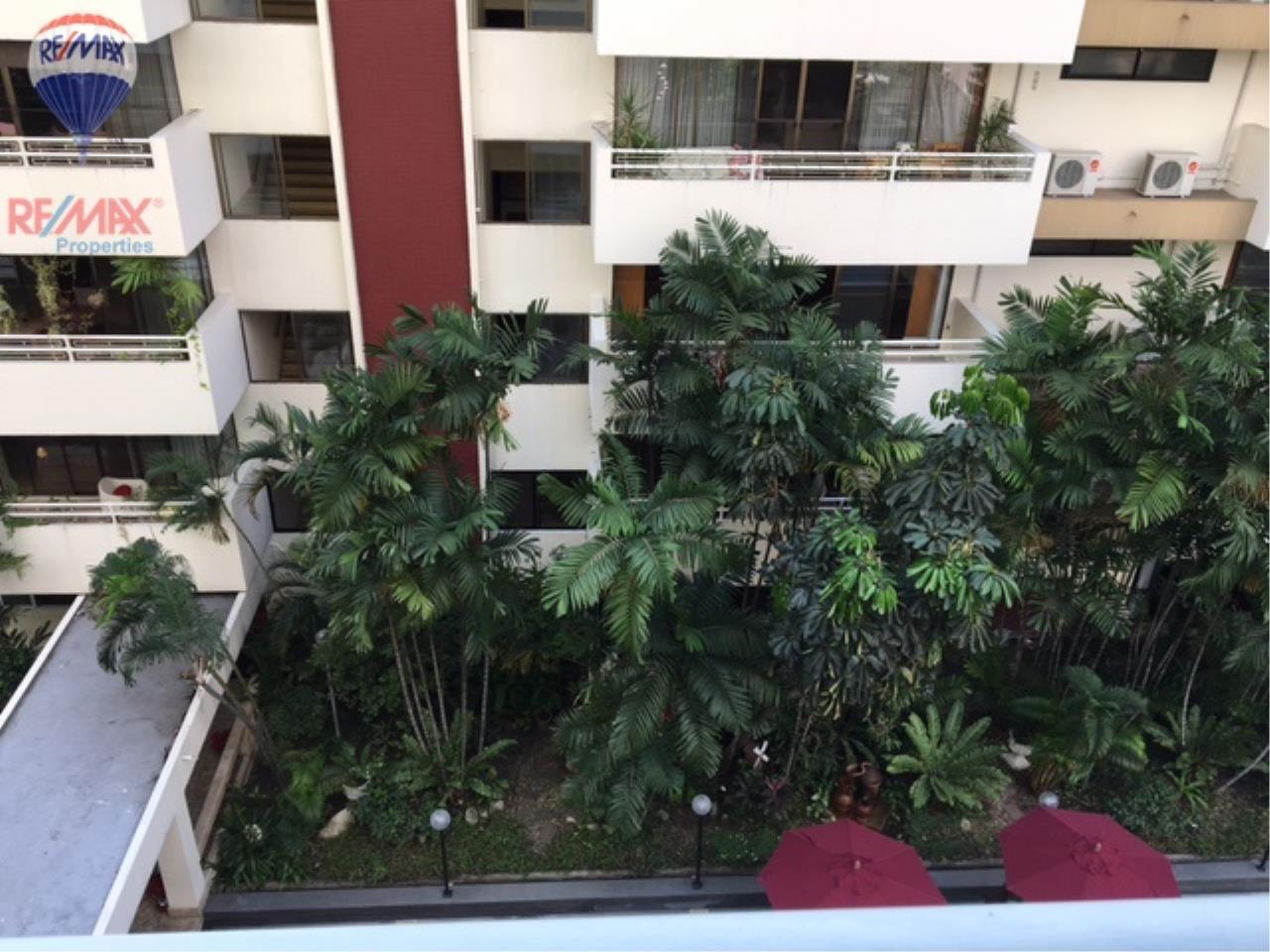 RE/MAX Properties Agency's 4 Bedroom 330 Sq.m high floor for rent in Soi 39 4
