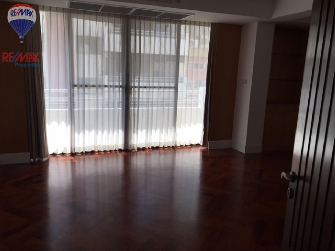 RE/MAX Properties Agency's 4 Bedroom 330 Sq.m high floor for rent in Soi 39 3