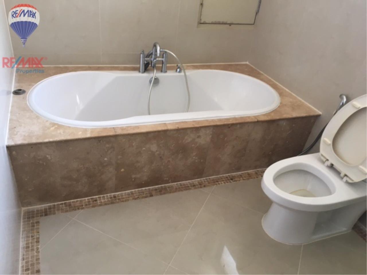 RE/MAX Properties Agency's 4 Bedroom 330 Sq.m high floor for rent in Soi 39 12