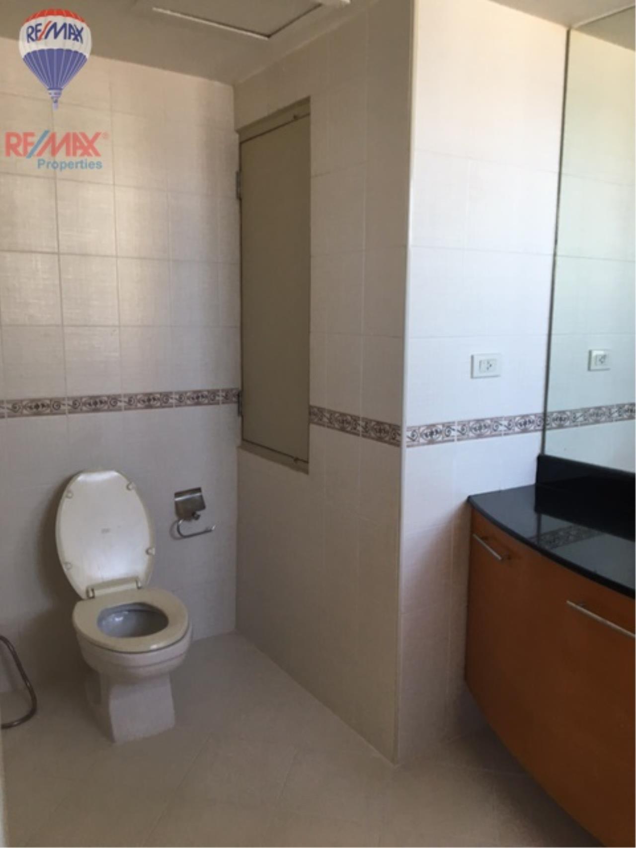 RE/MAX Properties Agency's 4 Bedroom 330 Sq.m high floor for rent in Soi 39 15