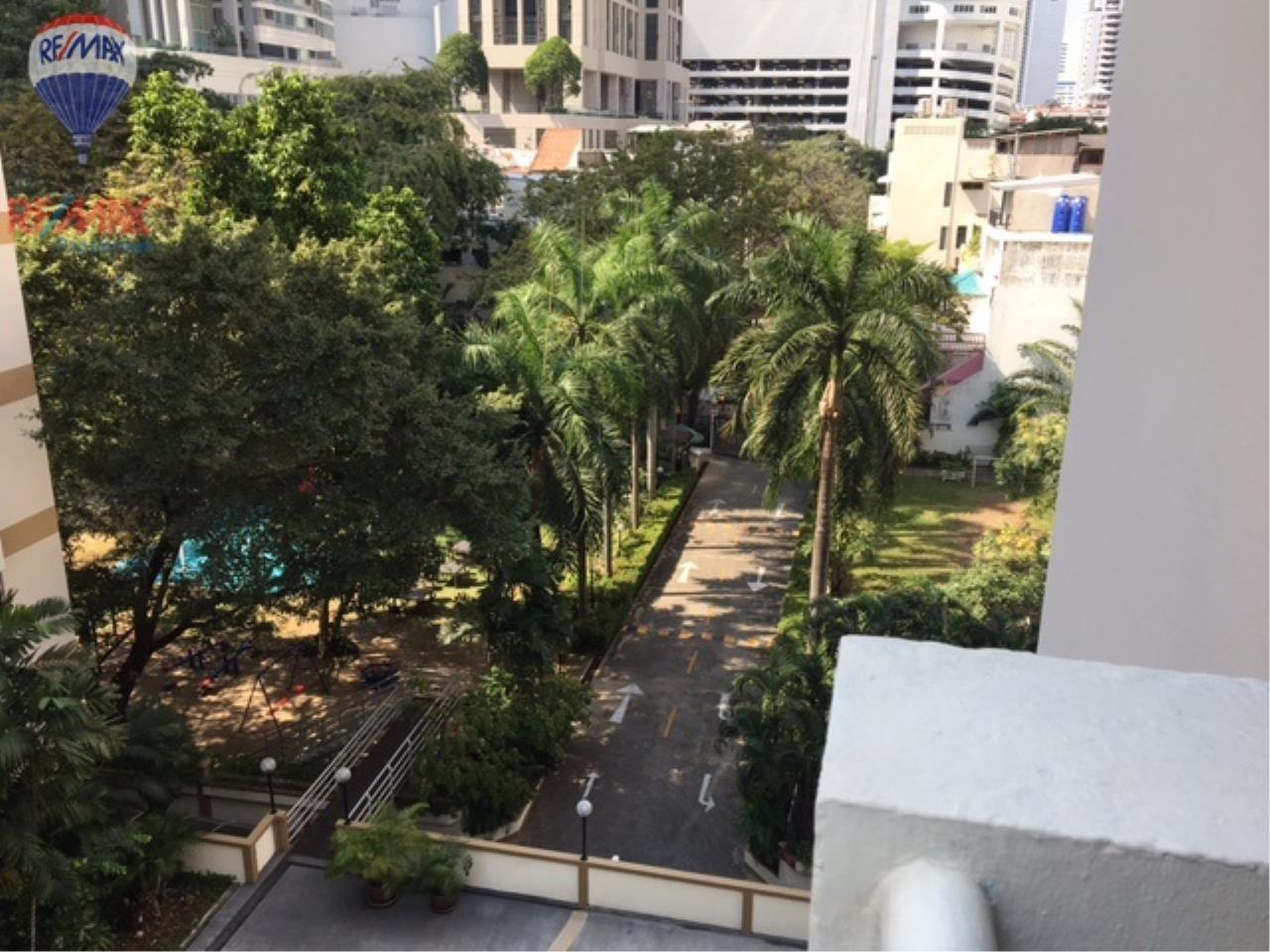 RE/MAX Properties Agency's 4 Bedroom 330 Sq.m high floor for rent in Soi 39 5