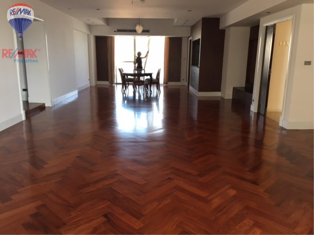 RE/MAX Properties Agency's 4 Bedroom 330 Sq.m high floor for rent in Soi 39 8