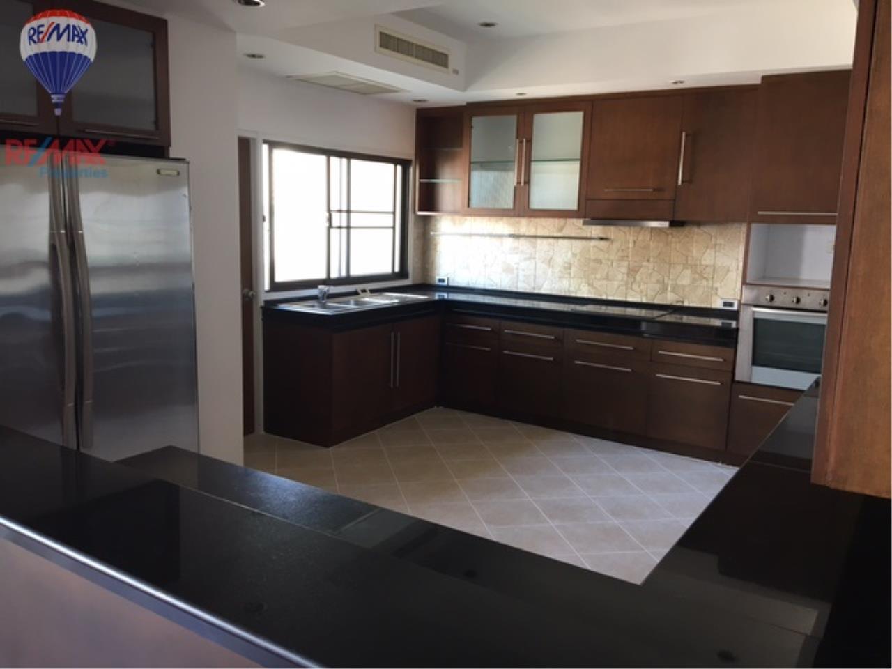 RE/MAX Properties Agency's 4 Bedroom 330 Sq.m high floor for rent in Soi 39 1