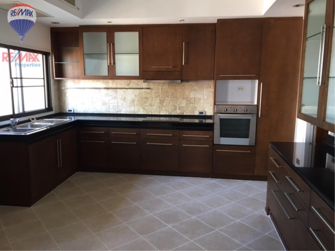 RE/MAX Properties Agency's 4 Bedroom 330 Sq.m high floor for rent in Soi 39 9