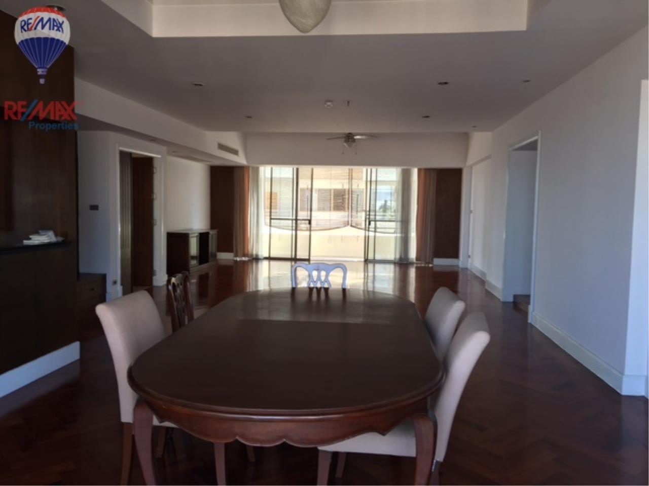 RE/MAX Properties Agency's 4 Bedroom 330 Sq.m high floor for rent in Soi 39 2