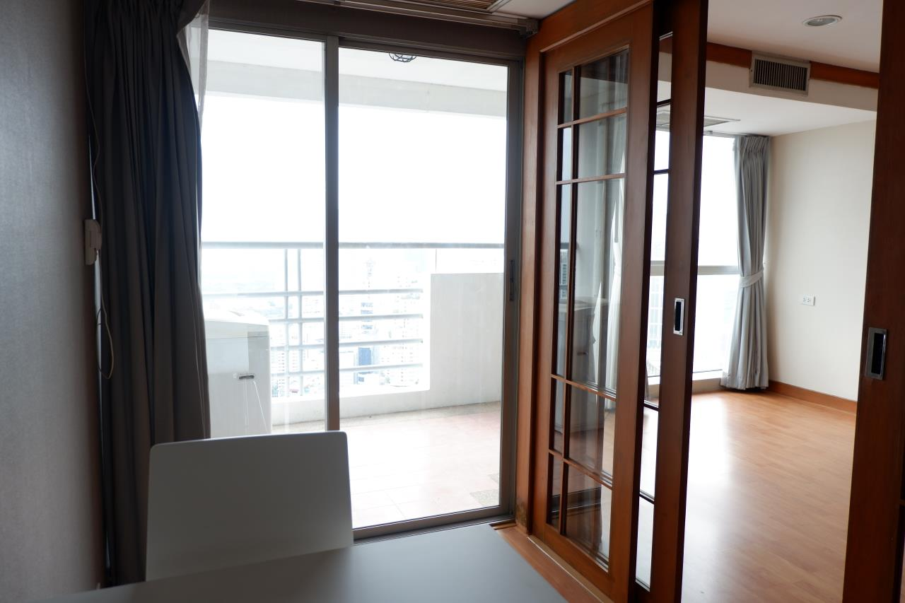 RE/MAX Properties Agency's For renting 1 Bedroom 52 Sq.M. only 27,000 in The Waterford Diamond 30/1, Sukhumvit 4