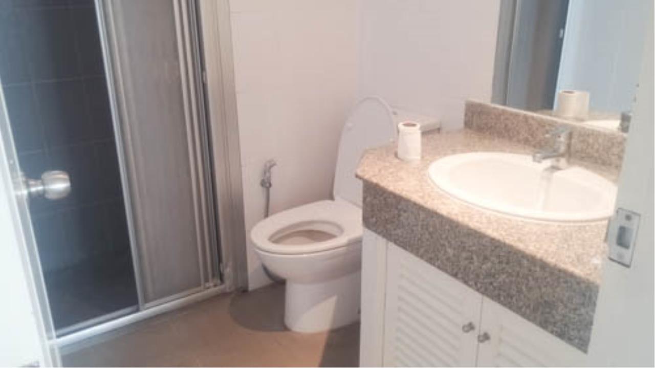 RE/MAX Properties Agency's 2 Bedroom for Rent SUKHUMVIT PARK 5