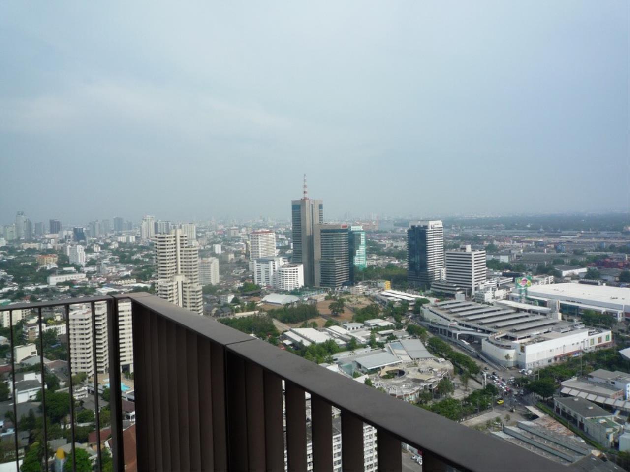 RE/MAX Properties Agency's Emporio Condo Place on Sukhumvit soi 24  4