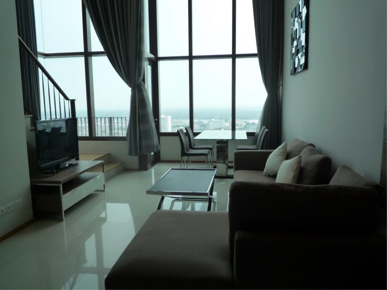 RE/MAX Properties Agency's Emporio Condo Place on Sukhumvit soi 24  5