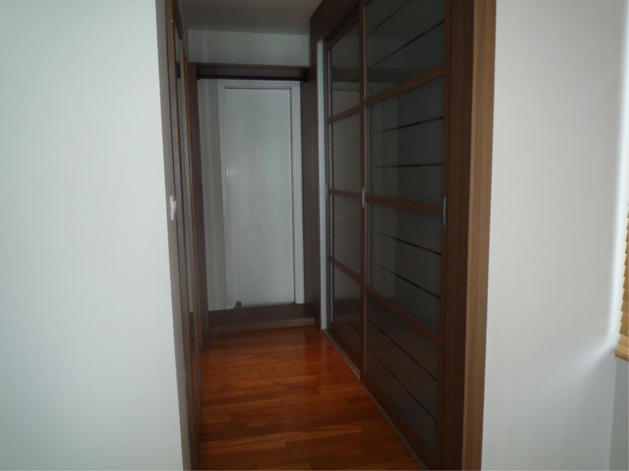 RE/MAX Properties Agency's Emporio Condo Place on Sukhumvit soi 24  15