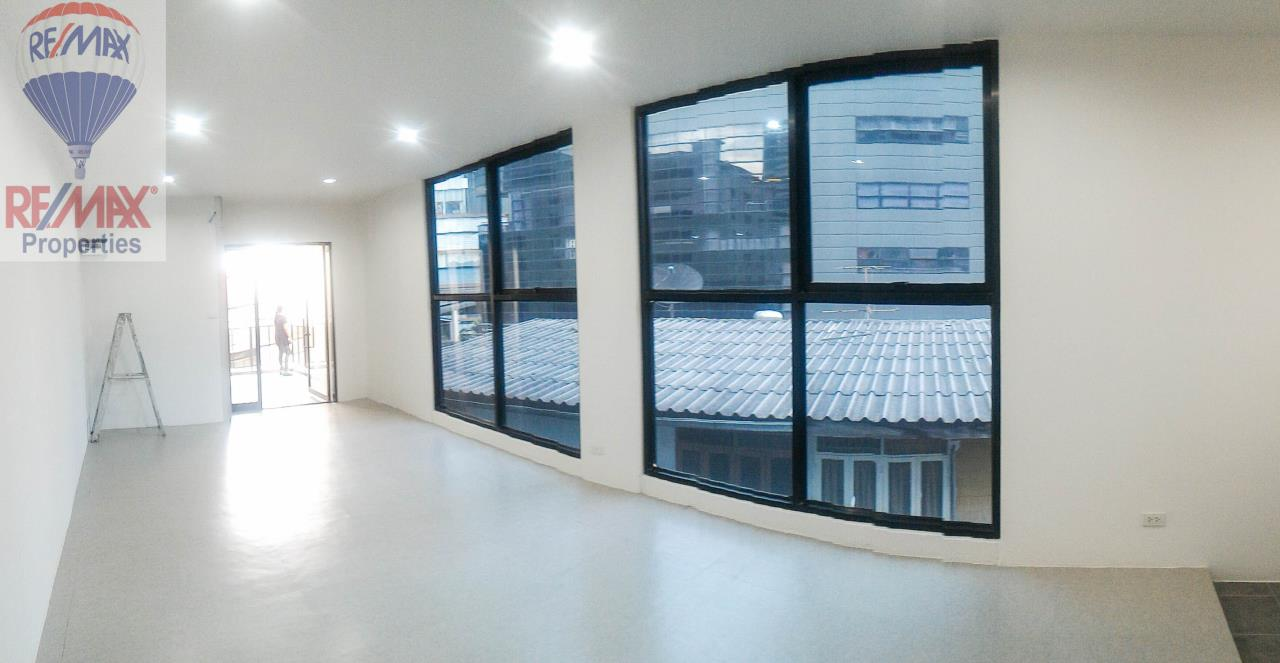 RE/MAX Properties Agency's Office for rent near Sukhumvit road 2