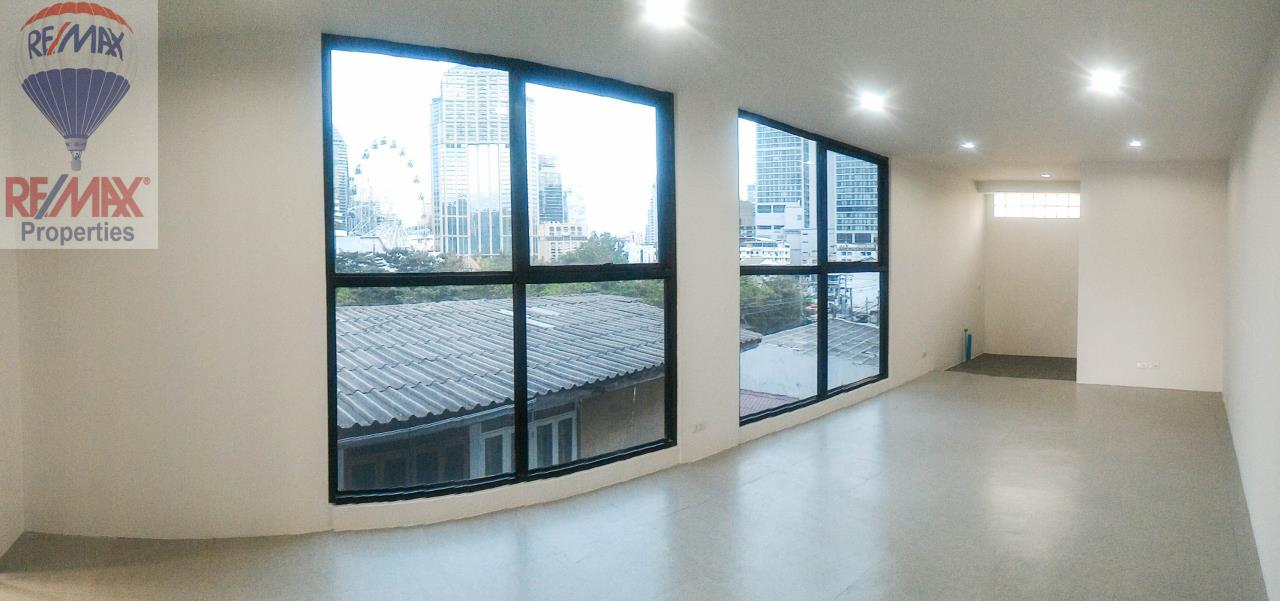 RE/MAX Properties Agency's Office for rent near Sukhumvit road 1