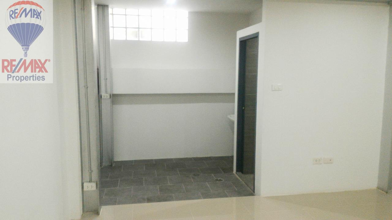RE/MAX Properties Agency's Office for rent near Sukhumvit road 9