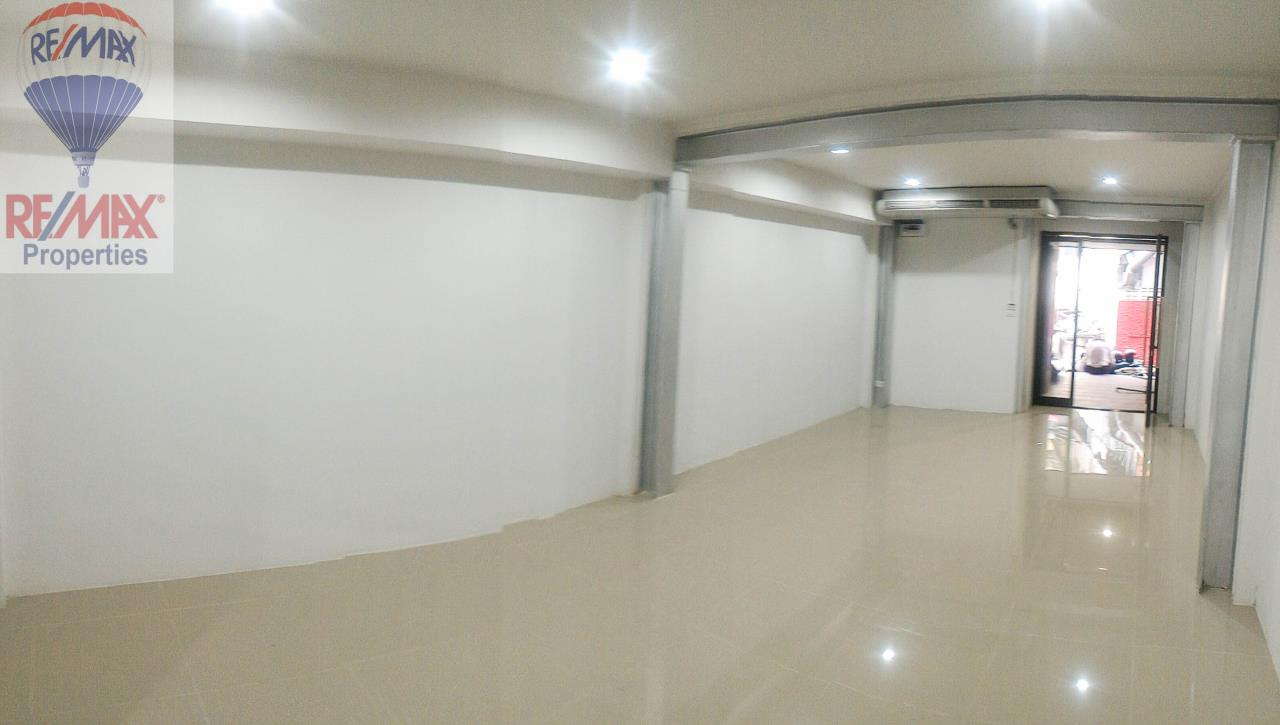 RE/MAX Properties Agency's Office for rent near Sukhumvit road 6
