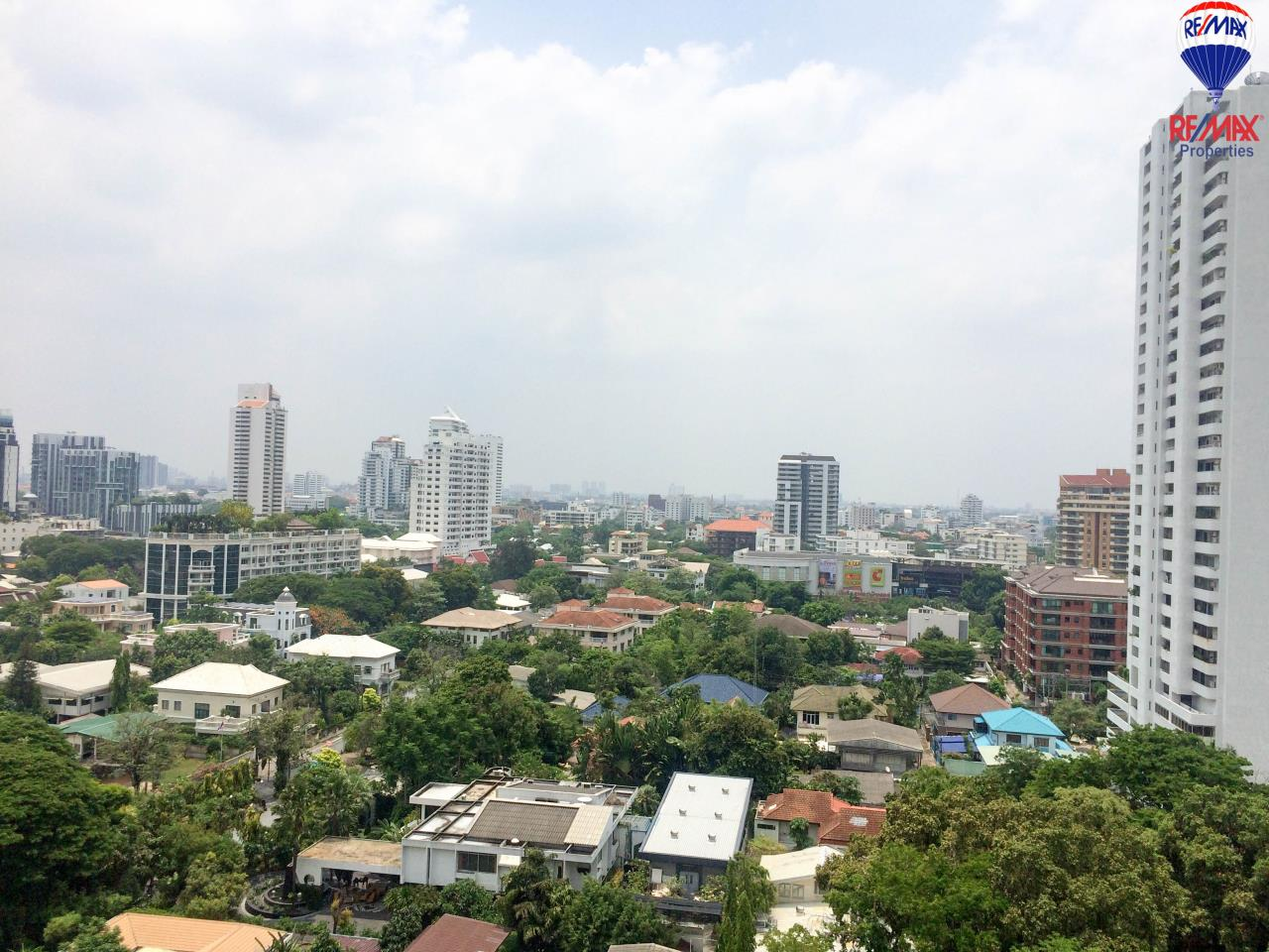RE/MAX Properties Agency's 2 Bedrooms 86 Sq.M. for rent in Quattro by Sansiri 24