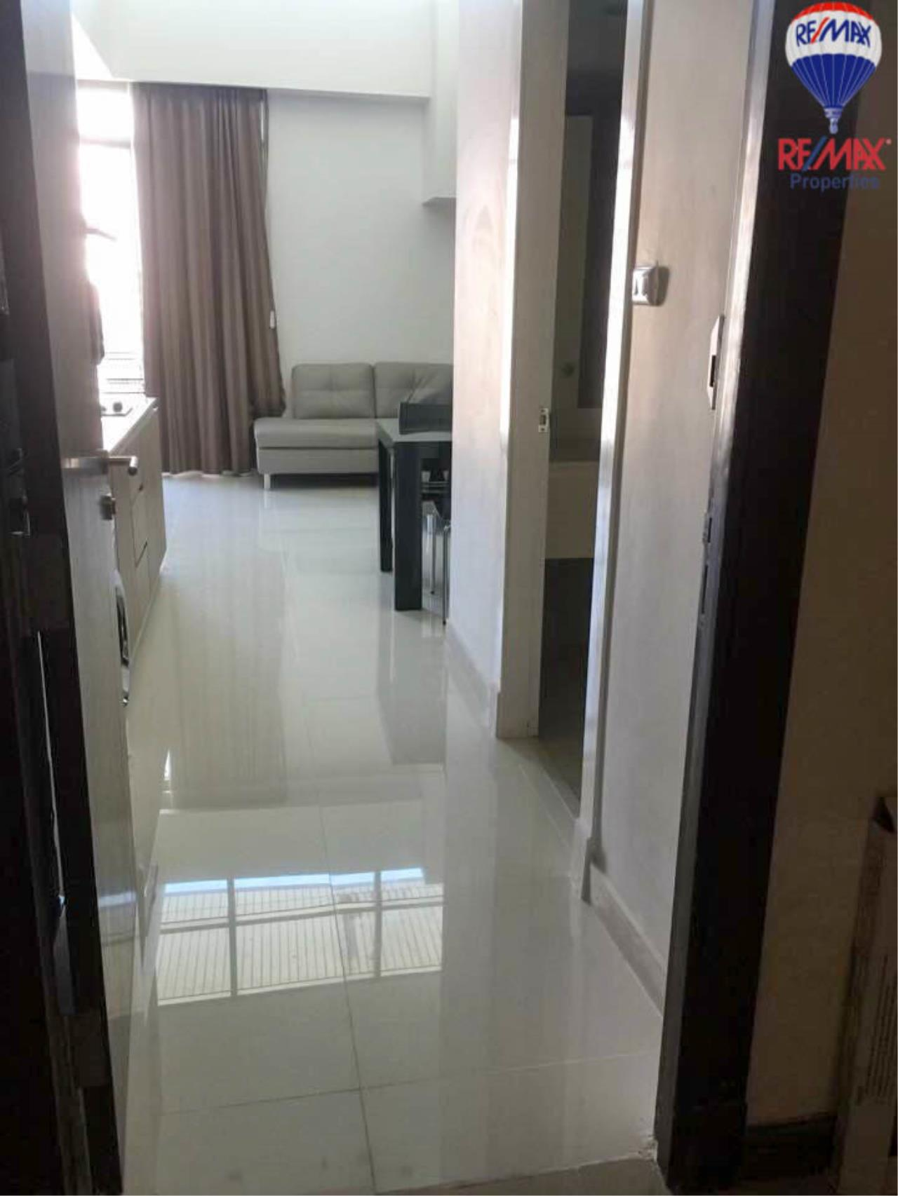 RE/MAX Properties Agency's 2 Bedrooms Duplex style for rent at The Trendy condo 4