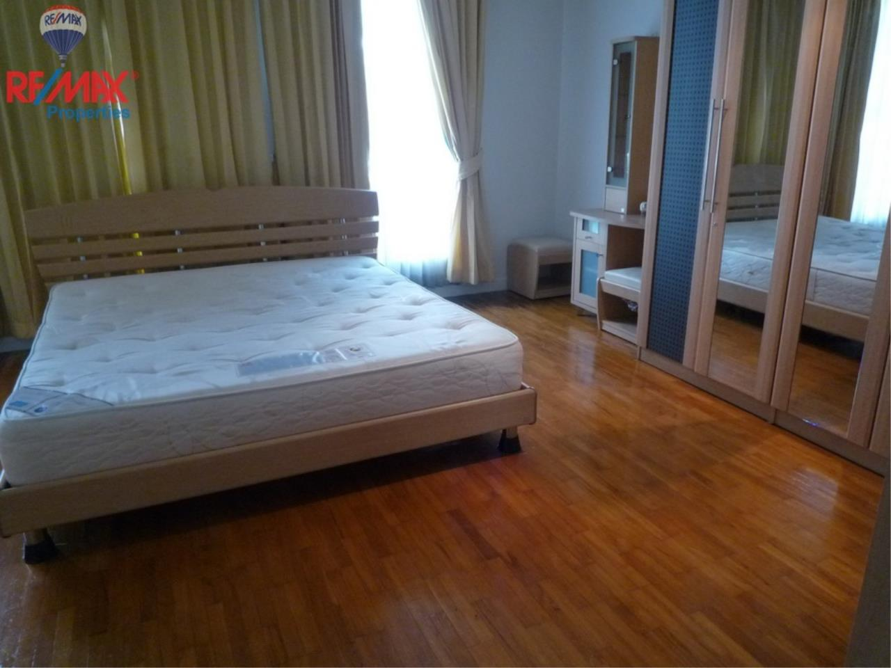 RE/MAX Properties Agency's Bann Klang Krung in Thonglor 14 7