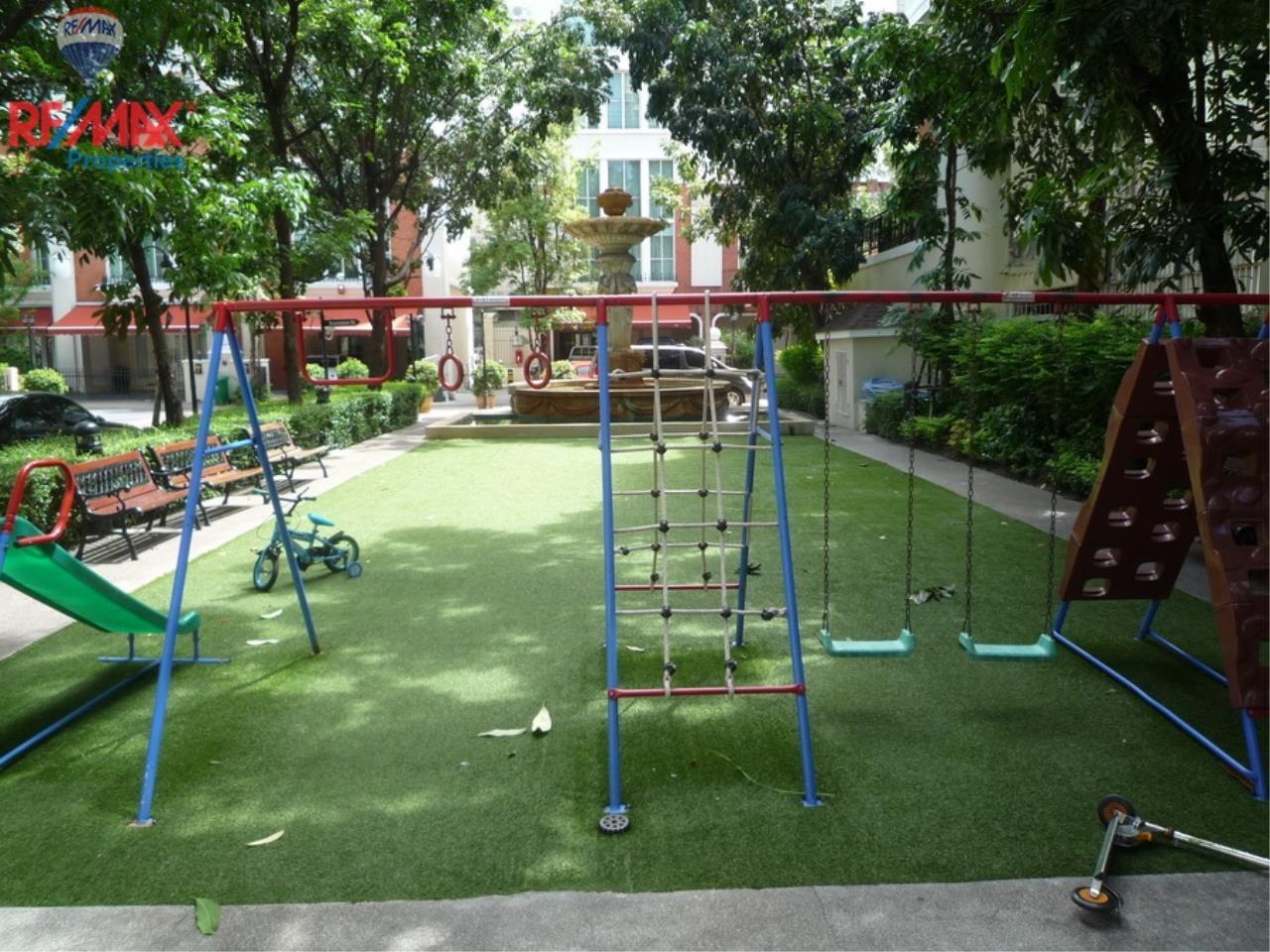 RE/MAX Properties Agency's Bann Klang Krung in Thonglor 14 10